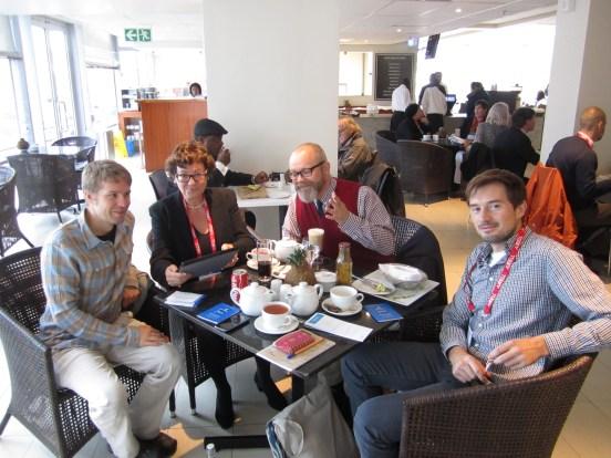 Kreative Tagesplanung am frühen Sonntagmorgen mit Nils Beese, Christine Wellems, Guido Jansen, Marius Sarmann und Steffi Grimm (nicht im Bild)