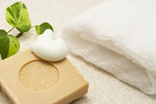 肌の漂白剤?ハイドロキノンの美白効果と副作用の危険性