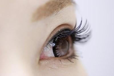 目の疲れが老化の原因に?眼疲労を予防する方法