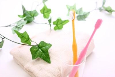 口臭の原因、虫歯や歯周病