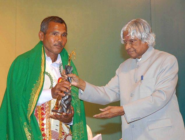 """Ordained the """"forest man of india"""" Meet Jadav Molai Payeng The Man Who Grew A Forest Larger Than New York S Central Park À¤® À¤¹à¤¨à¤¤ À¤""""र À¤¸à¤«à¤²à¤¤ À¤à¤• À¤µ À¤¯à¤• À¤¤ À¤œ À¤¸à¤¨ 30 À¤¸ À¤² À¤® À¤…क À¤² À¤¹ À¤–ड À¤•à¤° À¤¦ À¤¯"""