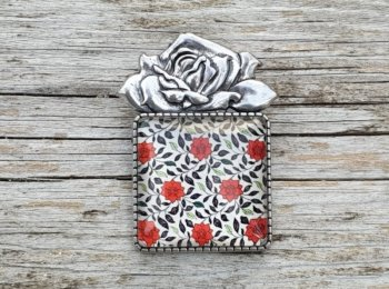 Broche rose rouge
