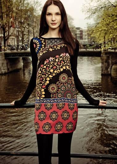 Vestido estampado disponible en la Shop Online de Bijoux Anuska y en Trapagaran. Vestido corte recto.