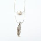 collier argente perle et plume 2 (Copier)