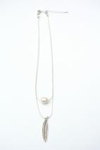 collier argente perle et plume 3 (Copier)