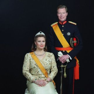 01 Feb 2001 --- EXCLUSIVE. Official portrait of Grand Duchess Mari-a Teresa and Grand Duke Henri of Luxembourg on the occasion of their 20th wedding anniversary --- Image by © REUTER RAYMOND/CORBIS SYGMA