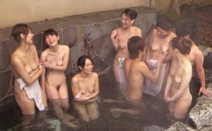 三十路 四十路の人妻達が温泉旅館で王様ゲーム!オマンコ濡らして大ハッスル!