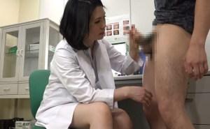 皮膚科の美人女医さんに手コキで抜いてもらいザーメン大発射!