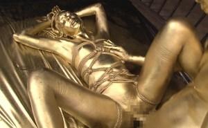 金粉マニア狂喜!全身メタリックに輝く光沢裸体と緊縛SMプレイの融合
