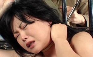 首絞め拷問地獄!男の野太い指が喉元に喰い込むマジ絞めに悶絶!