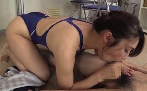 グラマラスボディ美熟女 小早川怜子の食い込みハイレグ競泳水着挑発!