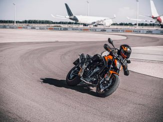 MY21-KTM-890-DUKE_Action-1024x683
