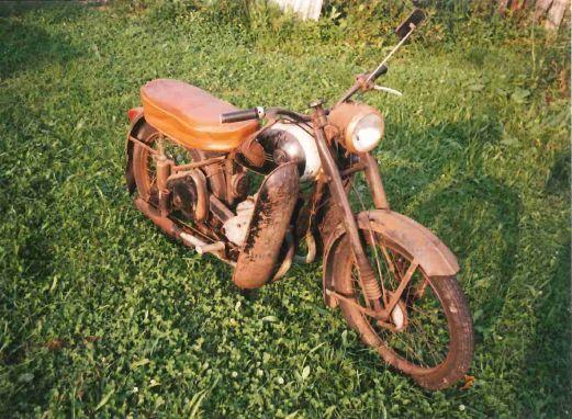 Policie pátrá po odcizeném historickém motocyklu ČZ 125 C
