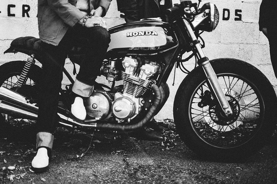 ホンダ バイク 白黒