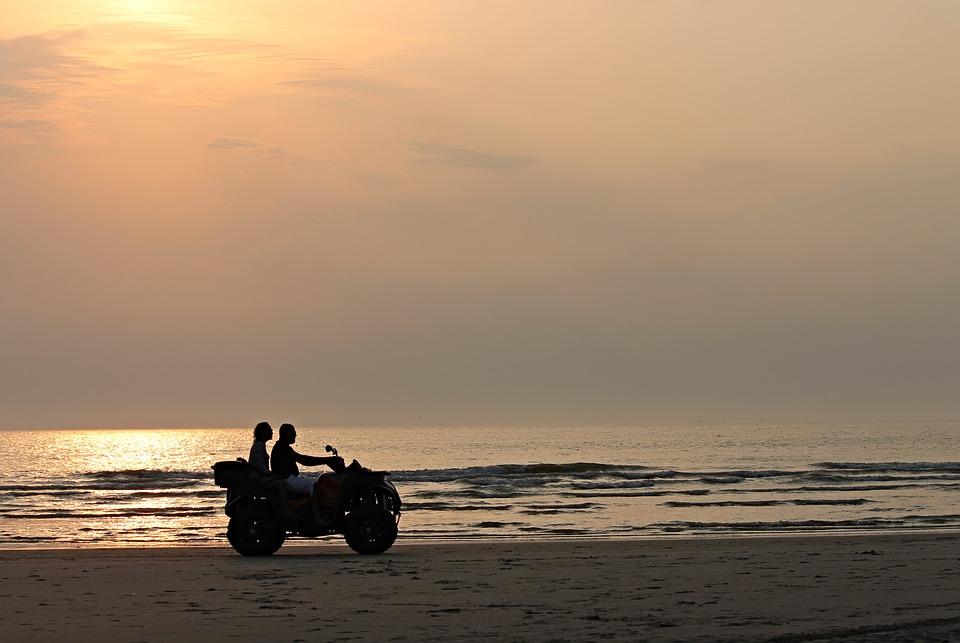 オートバイ バイク 夕日 海