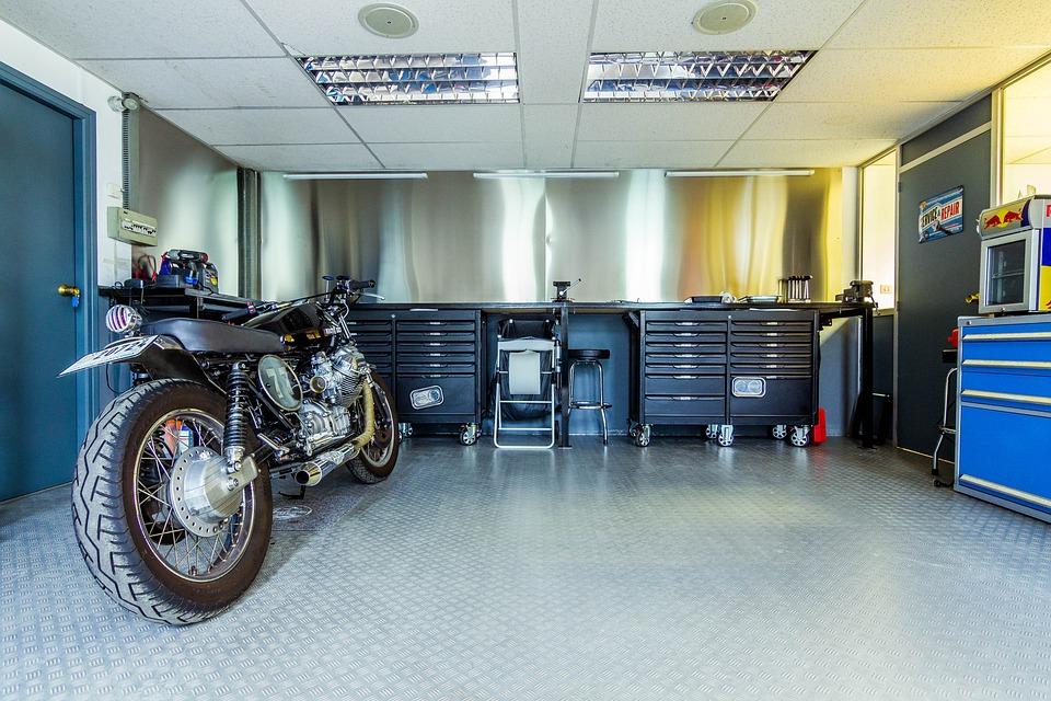 オートバイ バイク ガレージ 修理 点検