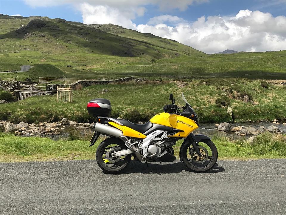 オートバイ バイク 風景 黄色 自然 ライフスタイル 自由