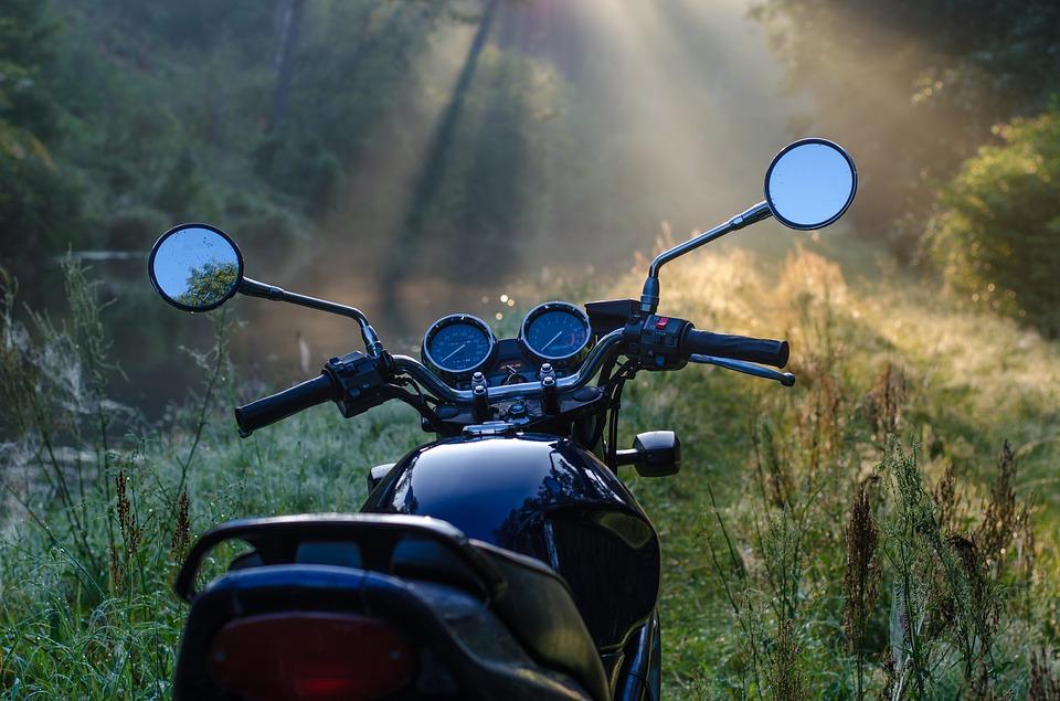 オートバイ バイク ネイキッド 林道