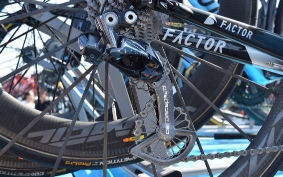 Factor O2 de Romain Bardet customizada para o Tour de France 2018 (1)