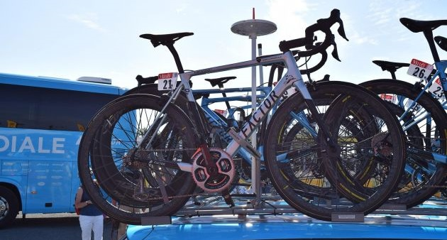 Factor O2 de Romain Bardet customizada para o Tour de France 2018 (8)