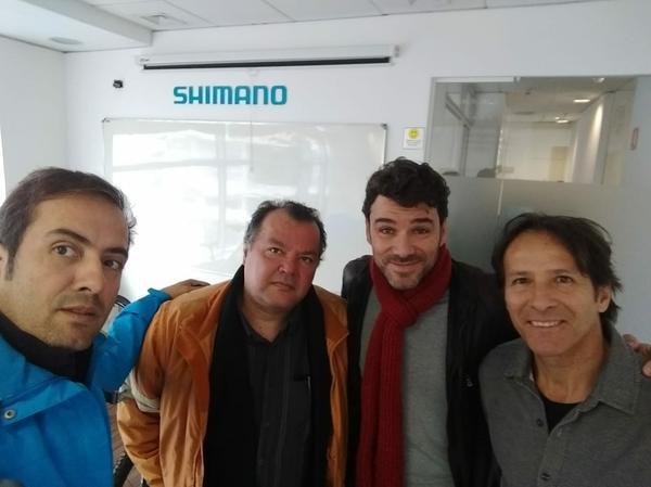 Vanderlei, Mario Sergio e Edu Gasperini em visita à Shimano (Divulgação)
