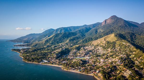 Vista aérea de Ilhabela (Fabio Piva  Brasil Ride).jpg