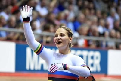A campeã olímpica Kristina Vogel fica paraplégica depois de acidente pedalando a 60 kmh