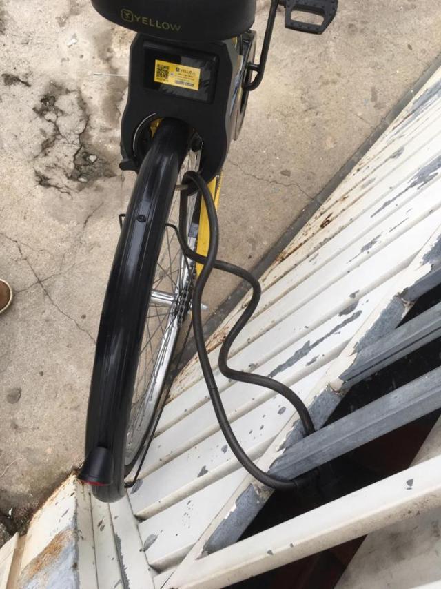 Bike Yellow em São Paulo, pessoas ajudam para as bikes não sumirem! (2)