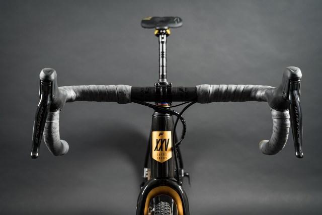 Focus celebra 25 anos com uma bicicleta MARES CX em ouro 24k (5)