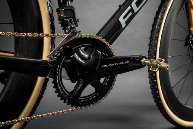 Focus celebra 25 anos com uma bicicleta MARES CX em ouro 24k (6)