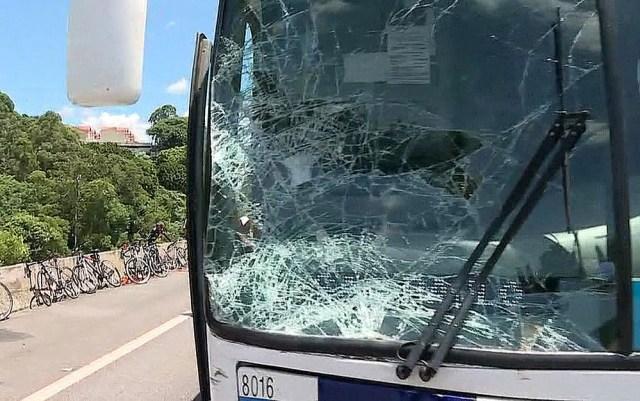 nibus atropela ciclistas na Rodovia dos Bandeirantes, em SP e 3 pessoas morrem (3)