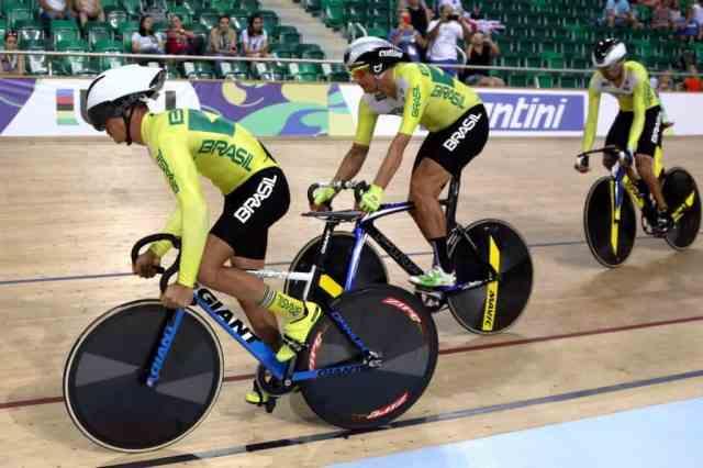 Equipe brasileira de Paraciclismo.jpg