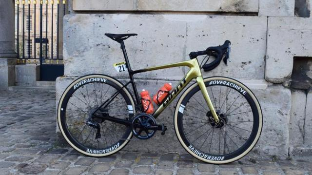 A Giant Defy de Greg Van Avermaet na Paris-Roubaix 2019 (1)