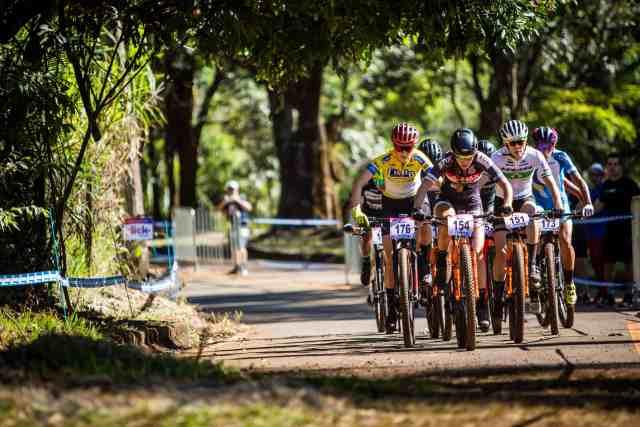 Avancini e Campuzano são os campeões do Short Track na CIMTB Michelim em araxá - Foto Fávio Piva (2)