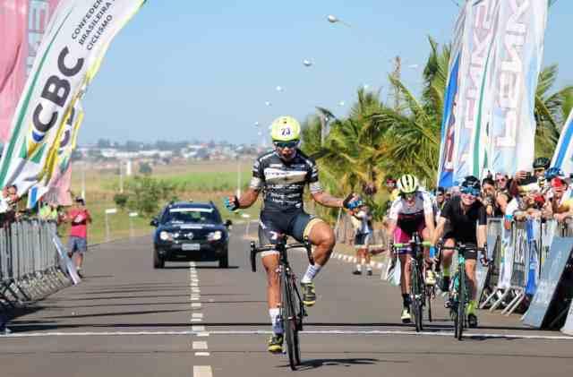 Danilas Ferreira surpreende favoritas e vence prova de resistência no Brasileiro de Ciclismo de Estrada.jpg
