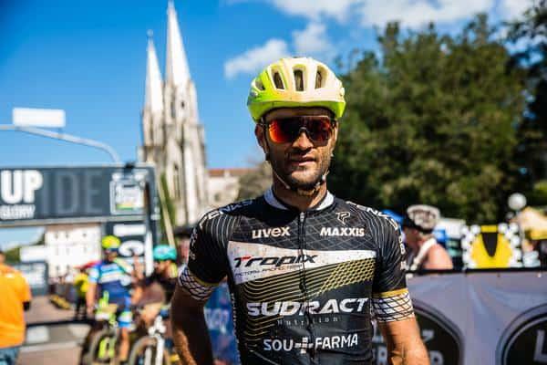 Halisson, segundo colocado, emocionado na chegada (Wladimir Togumi Brasil Ride)