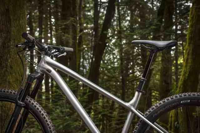 Specialized apresenta sua nova bike de trilha totalmente destemida e ainda mais acessível (1)
