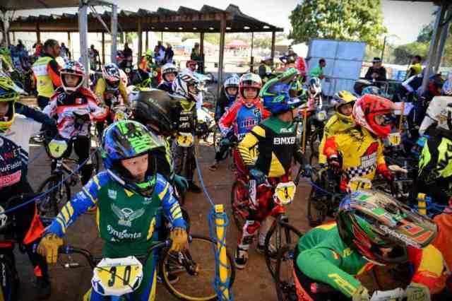 Renato Rezende e Paola Reis dominam provas e são campeões brasileiros de BMX Race (2).jpeg