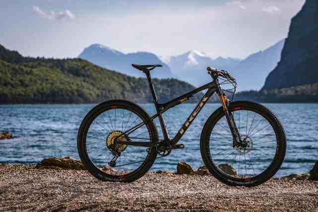 nova-trek-supercaliber-uma-bicicleta-para-corridas-de-cross-country-em-uma-categoria-propria (1).jpg