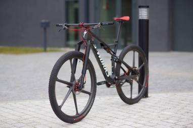 serie-bikes-notaveis-Specialized-Epic-Sworks-com-rodas-de-carbono_5