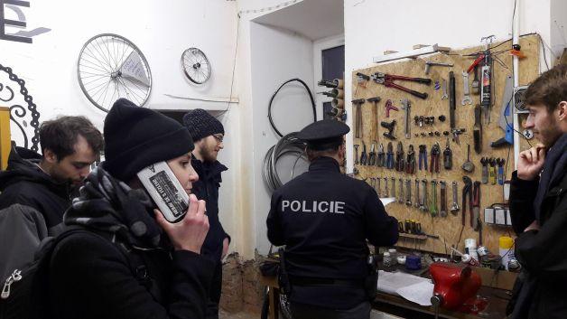 policie v bike kitchen brno