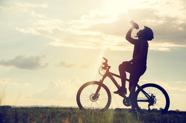 biking drinking water