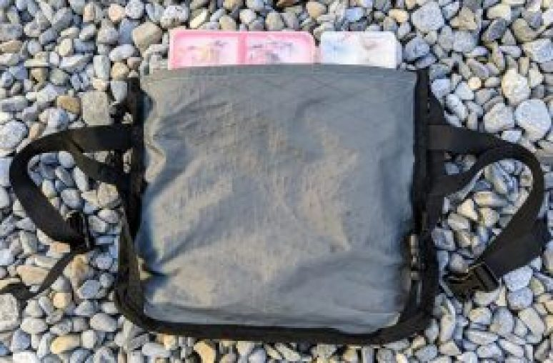 hip pack with off side closure for use while fishing