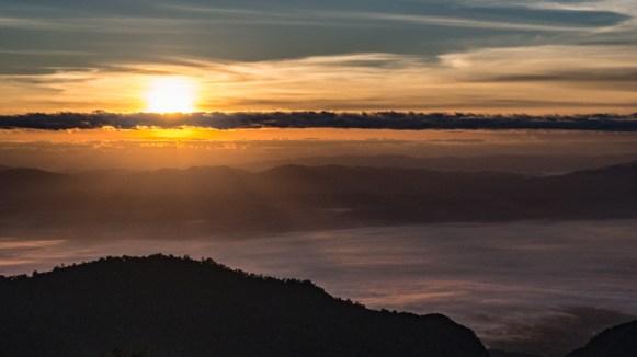 Druhý východ slunce v kempu Doi Ang Khang