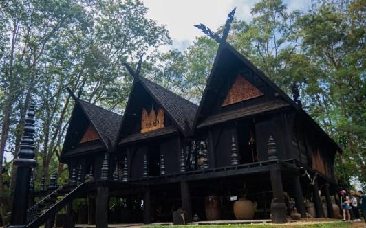 Tři domy v Černém Chrámu
