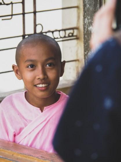 Mladá jeptiška, Hadí Pagoda, Yangon