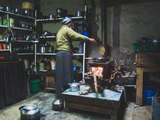 V nepálské kuchyni. Gunsang, Nepál
