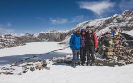 Společně nad jezerem Tilicho. Tilicho Lake, Nepál
