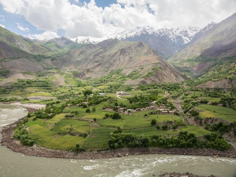 Afgánská vesnice. Pohraničí Tádžikistánu a Afghánistánu.