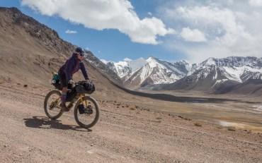 Sjezd ze sedla Ak-Baital. Ak-Baital, Tádžikistán